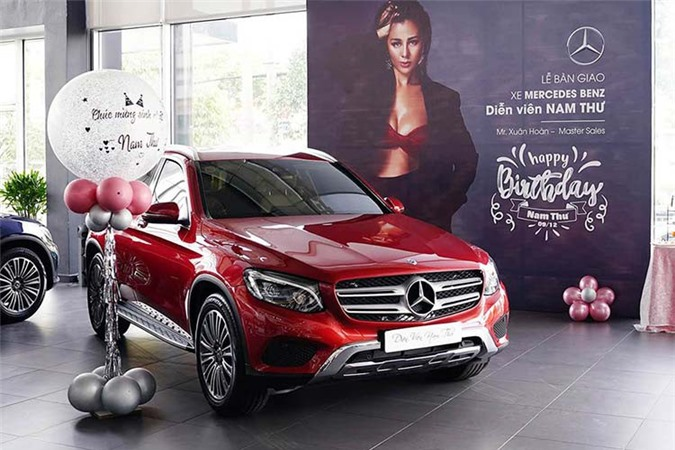 Can canh Mercedes-Benz GLC tien ty cua nu dien vien...
