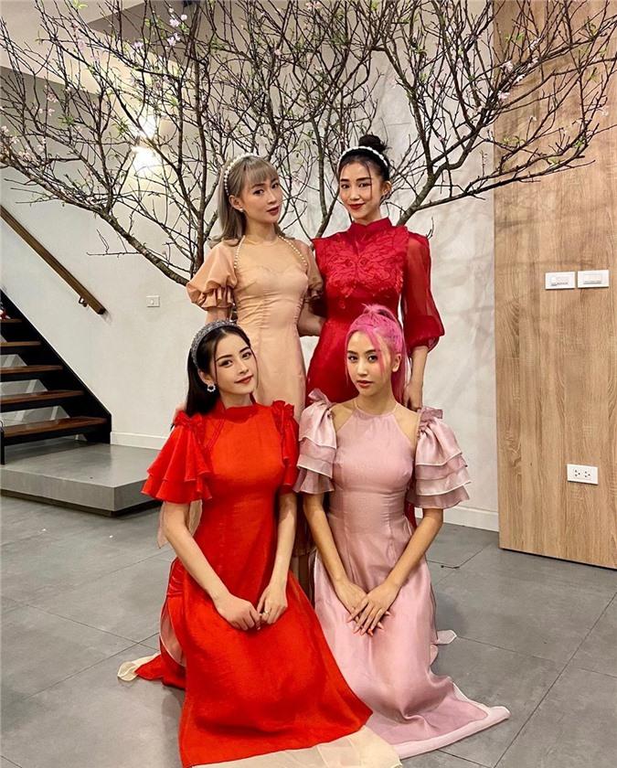 Mặc cho mùng 1 âm u, các người đẹp Việt vẫn tưng bừng váy áo: H'Hen Niê diện áo dài đi chân trần, Đông Nhi xịn hơn diện lại đôi giày cưới 30 triệu - Ảnh 11.