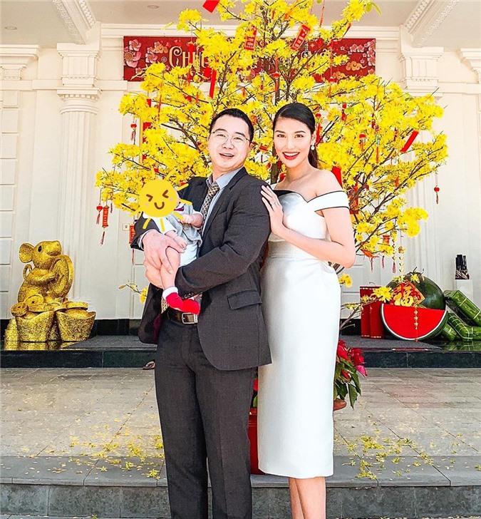 Mặc cho mùng 1 âm u, các người đẹp Việt vẫn tưng bừng váy áo: H'Hen Niê diện áo dài đi chân trần, Đông Nhi xịn hơn diện lại đôi giày cưới 30 triệu - Ảnh 7.