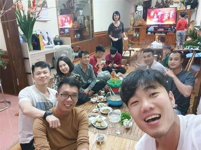 Xuân Trường đang tận hưởng kỳ nghỉ Tết bên gia đình tại Việt Nam