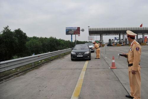 Cục CSGT tăng cường kiểm tra lái xe vi phạm nồng độ cồn trên các tuyến cao tốc. Ảnh: Báo An ninh Thủ đô