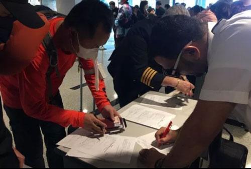 Cục Hàng không Việt Nam yêu cầu hủy toàn bộ chuyến bay đến Vũ Hán
