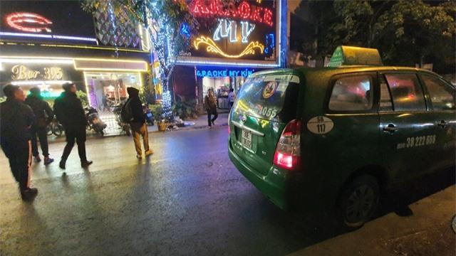 Đi 7 km trả 300 nghìn vẫn không gọi được taxi ngày Tết - 1