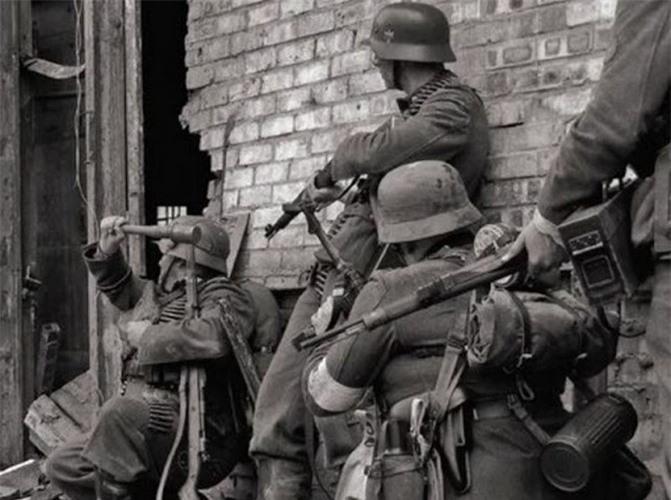 Vi sao quan cua Hitler dien cuong thu luom vu khi cua Lien Xo?-Hinh-4