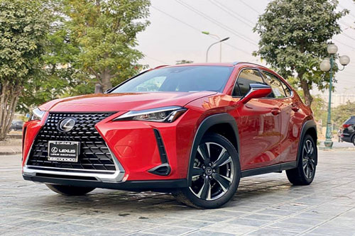 """Lexus UX 200 mới đầu tiên về Việt Nam """"đấu"""" BMW X1"""