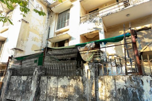 Biệt thự Pháp cổ ở Hà Nội: Không cứu không ổn, mà cứu thì cũng không được! - 2