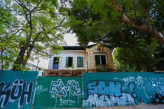 Biệt thự Pháp cổ ở Hà Nội: Không cứu không ổn, mà cứu thì cũng không được! - 3