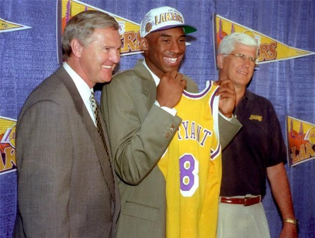 Nhìn lại những dấu ấn trong sự nghiệp Kobe Bryant - Ảnh 1.