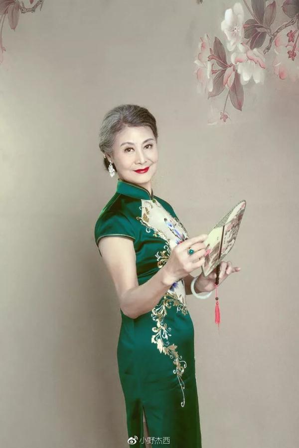 """Bà được truyền thông Trung Quốc gọi là """"cụ bà mặc sườn xám đẹp nhất""""."""