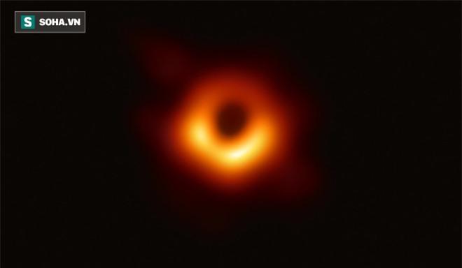 Các nhà khoa học khám phá ra bí mật về tiếng vang của lỗ đen vũ trụ - Ảnh 1.