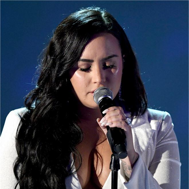Cạch mặt nhiều năm, Selena Gomez bất ngờ gây bão khi gửi lời nhắn nhủ đến Demi Lovato - Ảnh 2.