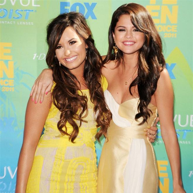 Cạch mặt nhiều năm, Selena Gomez bất ngờ gây bão khi gửi lời nhắn nhủ đến Demi Lovato - Ảnh 4.