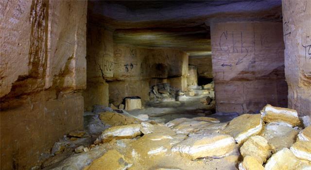 Hầm mộ Odessa: Lang thang trong mê cung địa đạo 2500km dưới lòng đất - Ảnh 3.
