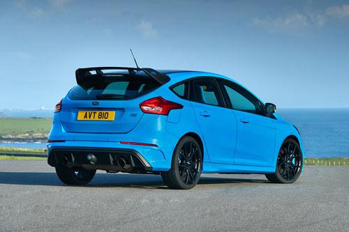3. Ford Focus RS (thời gian tăng tốc từ 0-100 km/h: 4,7 giây).