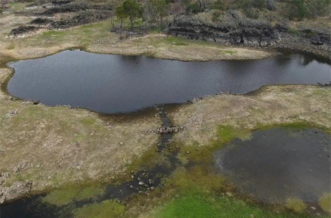 Cháy rừng ở Úc để lộ hệ thống thủy sinh có tuổi đời hơn 6 ngàn năm tuổi của thổ dân cổ đại - Ảnh 1.