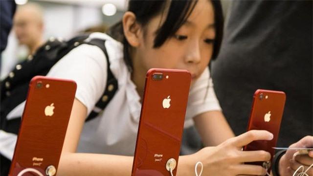 Apple đóng cửa toàn bộ cửa hàng và văn phòng tại Trung Quốc - Ảnh 2.