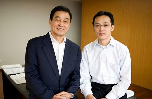 Tỷ phú Liu Yongxing và con trai. Ảnh: Ryan Pyle
