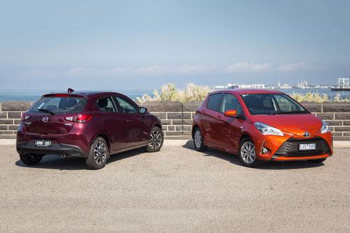 Mada2 Hatchback (trái) và Toyota Yaris.