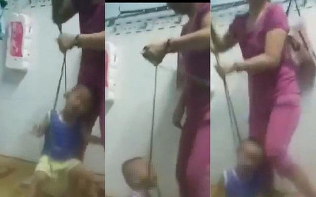 Thúy bạo hành con mình một cách dã man.
