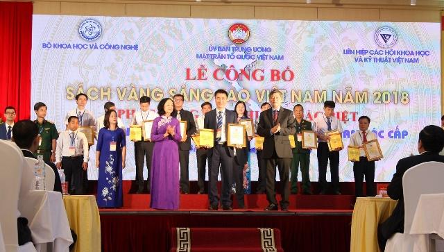 Công trình nghiên cứu của tác giả Trần Văn Trà, Phó Tổng giám đốc Công ty Cổ phần Tập đoàn Hương Sen và nhóm cộng sự được tuyển chọn và công bố trong Sách vàng Sáng tạo Việt Nam.