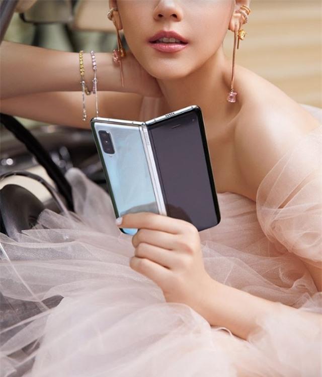 Chiếc smartphone ấn tượng của năm 2019 - 1