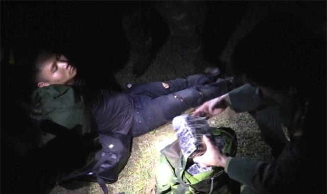 Ngăn chặn 36.000 viên hồng phiến và 4 kg ma túy dạng đá từ Lào về Việt Nam - Ảnh 2.