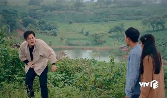 Nước mắt loài cỏ dại: Việt cưỡng hôn Hường bị Khang đuổi đánh - Ảnh 2.