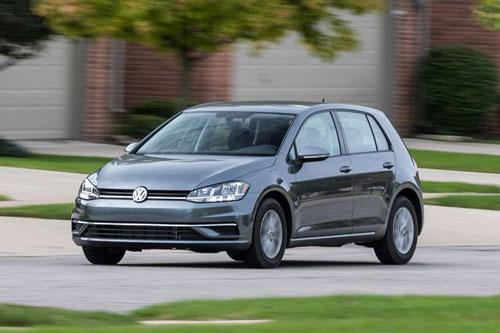 1. Volkswagen Golf (doanh số: 458.595 chiếc).