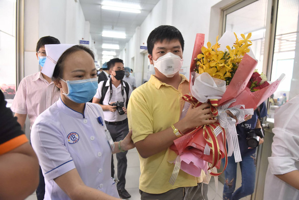 Bệnh nhân Trung Quốc điều trị khỏi bệnh do virus corona tại Bệnh viện Chợ Rẫy đã được xuất viện vào sáng 4/2/2020.