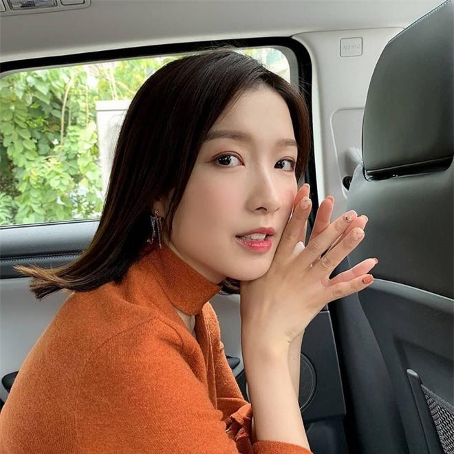 Nhan sắc xinh đẹp của Á hậu Hong Kong khiến tỷ phú hơn 26 tuổi say đắm, chung thủy suốt nhiều năm - Ảnh 22.