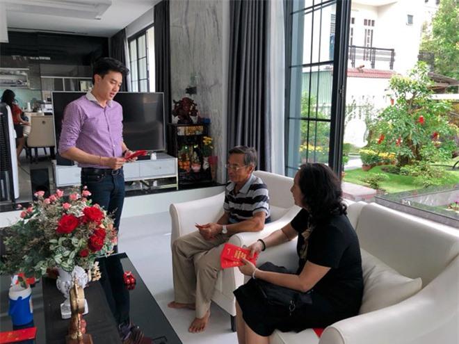 Quốc Trường và bố mẹ sống trong căn biệt thự ở Cần Thơ.