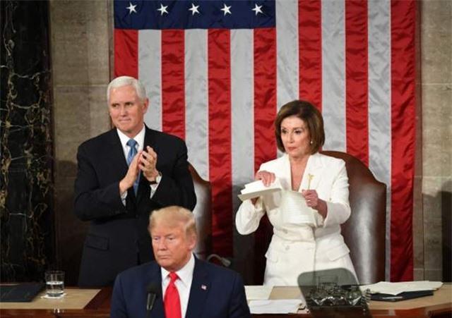 Chủ tịch Hạ viện Mỹ xé nát bài phát biểu liên bang của ông Trump - 1