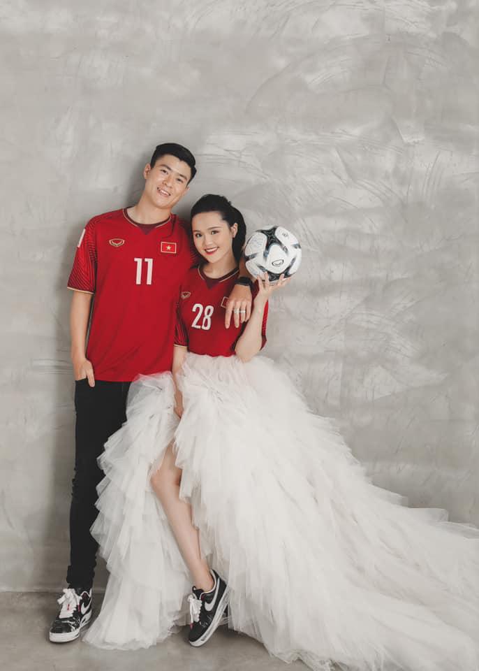 Duy Mạnh có bộ ảnh cưới rất dễ thương với Quỳnh Anh.