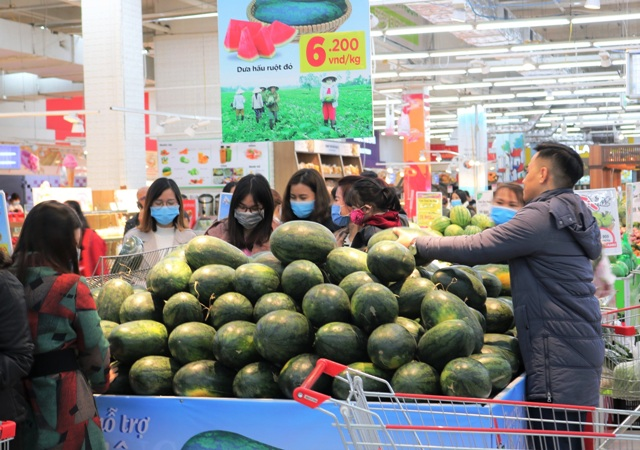 hình 1 Người tiêu dùng Thủ đô nhiệt tình ủng hộ  dưa hấu của nông dân Gia Lai