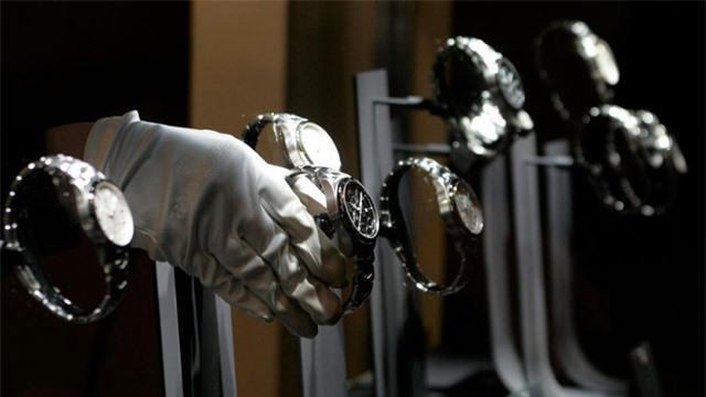 Apple Watch bán chạy hơn toàn bộ ngành công nghiệp đồng hồ Thụy Sĩ - Ảnh 2.
