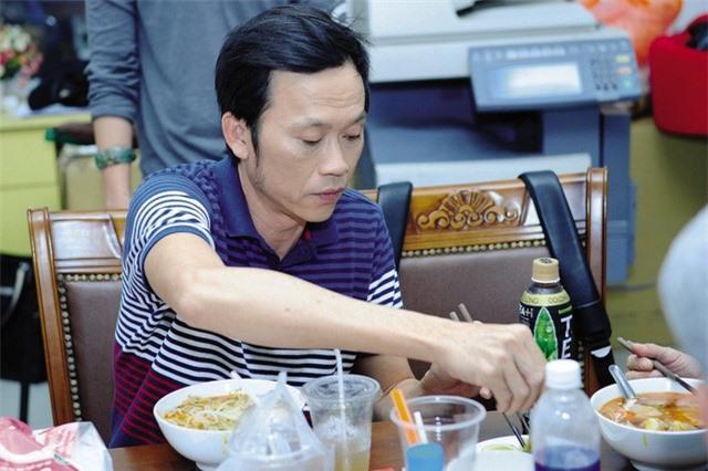 """Danh hài Hoài Linh: Cả đời """"chung thủy"""" với cơm mắm, cá khô - Ảnh 2."""