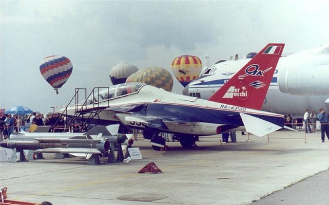 Tin vui dau nam: Viet Nam mua 12 may bay chien dau Yak-130 tri gia 350 trieu USD-Hinh-5