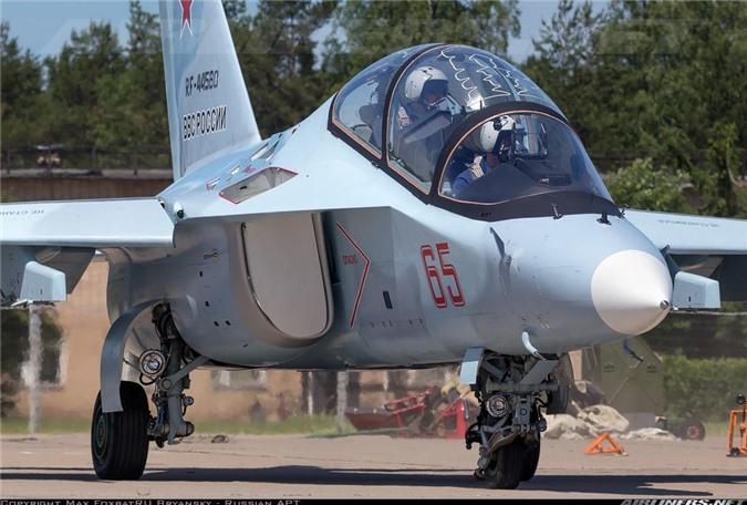 Tin vui dau nam: Viet Nam mua 12 may bay chien dau Yak-130 tri gia 350 trieu USD-Hinh-6