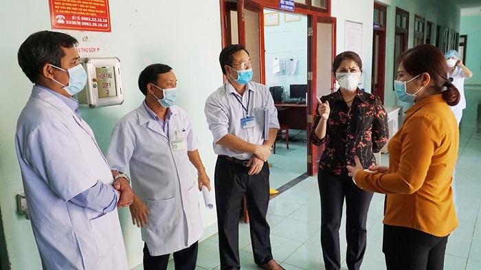 Ban Chỉ đạo phòng, chống dịch bệnh viêm đường hô hấp cấp do chủng mới của virus Corona tỉnh Đắk Nông kiểm tra thực tế tại Bệnh viện Đa khoa tỉnh