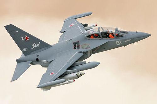 Tờ Vedomosti.ru (Nga) dẫn 2 quan chức cấp cao công nghiệp quốc phòng Nga cho hay, vào năm 2019 Nga đã ký hợp bán ít nhất 12 máy bay huấn luyện chiến đấu Yak-130 cho Không quân Nhân dân Việt Nam. Hợp đồng có tổng giá trị hơn 350 triệu USD, nhưng chưa rõ thời hạn bàn giao. Ảnh: Wikipedia