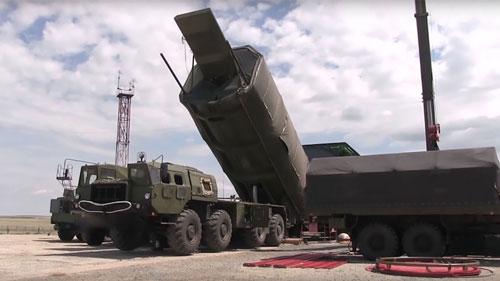 Hình ảnh về hệ thống Avangard được trưng bày với các thanh tra vũ khí của Mỹ. Ảnh: Bộ Quốc phòng Nga.