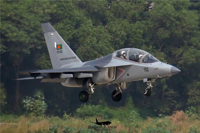 Bat ngo: Yak-130 Viet Nam co kha nang huan luyen phi cong the he nam!-Hinh-8