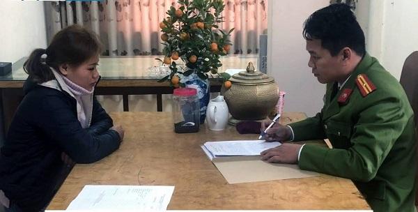 Hồ Thị Thùy đang làm việc với cơ quan công an sau khi bị bắt giữ. Nguồn: Công an Nghệ An