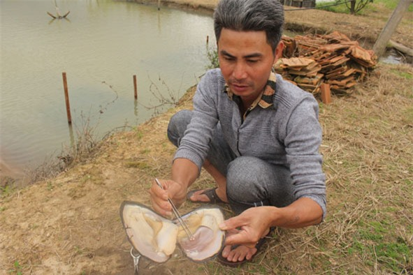 Anh Nghiêm Quang Tuấn (huyện M'Đrắk) tách con trai đã nhả ngọc hơn 9 tháng.