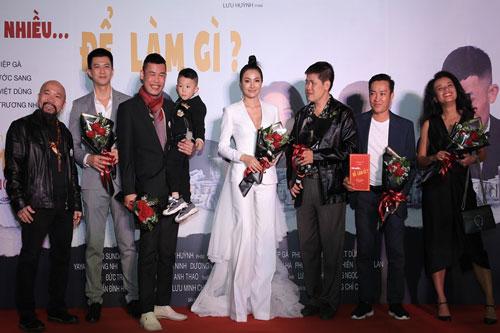 """Mới đây, NSX bộ phim """"Tiền nhiều để làm gì"""" tổ chức buổi họp báo tại Hà Nội với sự góp mặt của dàn diễn viên chính gồm Hiệp Gà, Yaya Trương Nhi, Hà Việt Dũng, Phước Sang… Trước đó, bộ phim được ra mắt tại TP.HCM."""