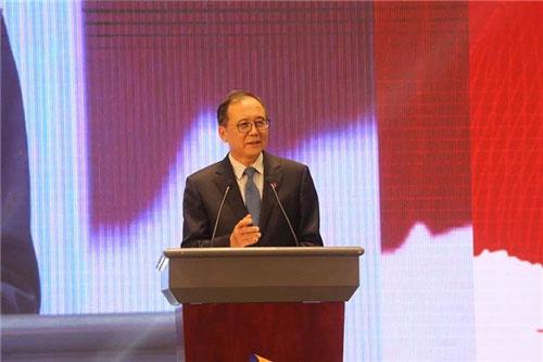 Tỷ phú Lin Jianhua kiếm được 2,9 tỷ USD từ Công ty Hangzhou First Applied Material mà ông làm chủ tịch. Công ty này được thành lập vào năm 2003, hiện chiếm hơn 50% thị trường toàn cầu trong việc sản xuất pin năng lượng mặt trời dạng phim mỏng. Ảnh: AIIT.