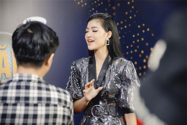 """Á hậu Kiều Loan """"kết đôi"""" cùng Trịnh Thăng Bình - Cặp đôi mới của V-biz? - Ảnh 2."""