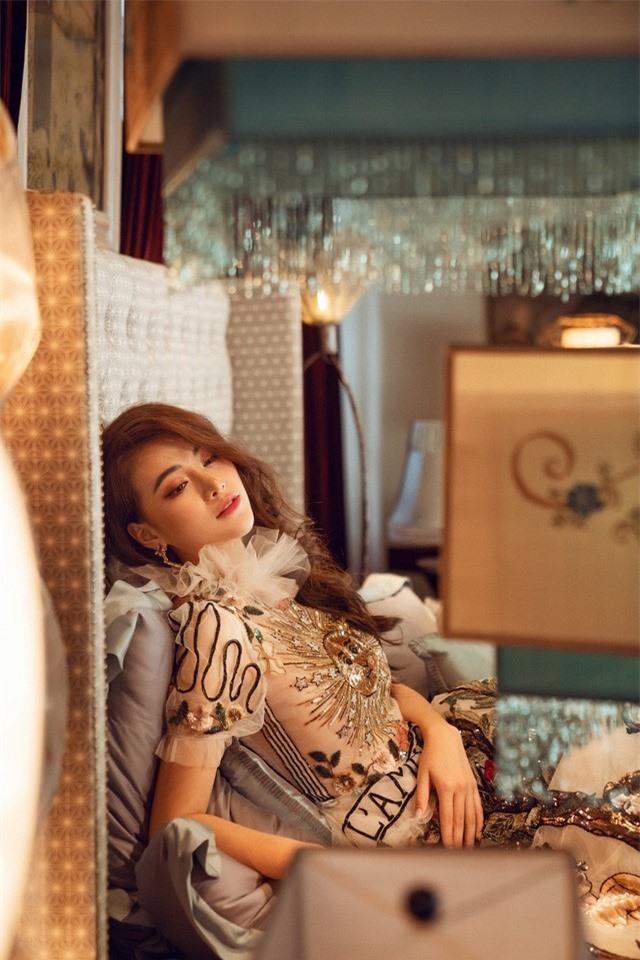 Bộ ảnh kỉ niệm 1 năm đăng quang của Hoa hậu Phương Khánh - Ảnh 4.