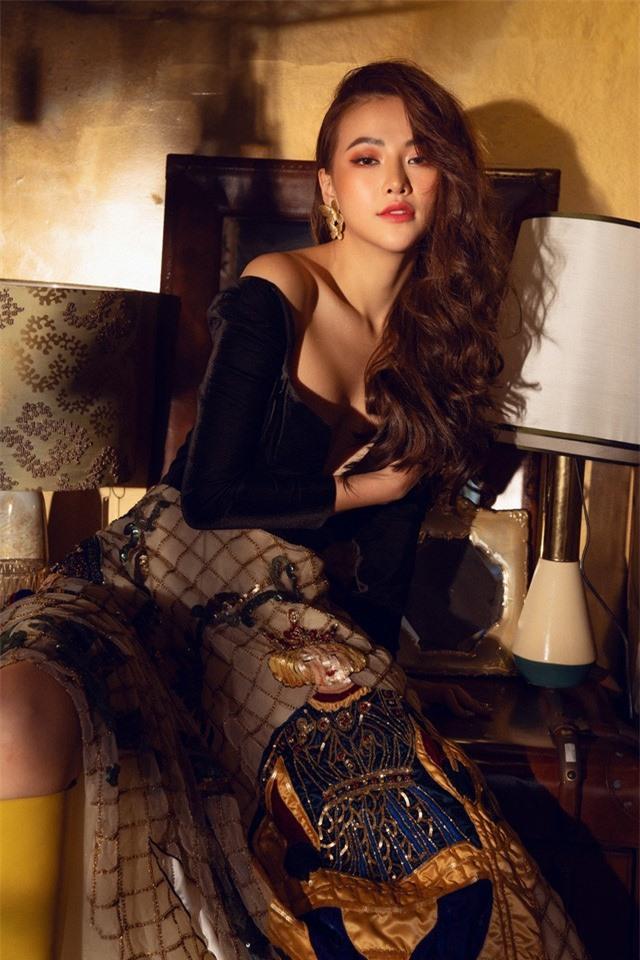 Bộ ảnh kỉ niệm 1 năm đăng quang của Hoa hậu Phương Khánh - Ảnh 9.