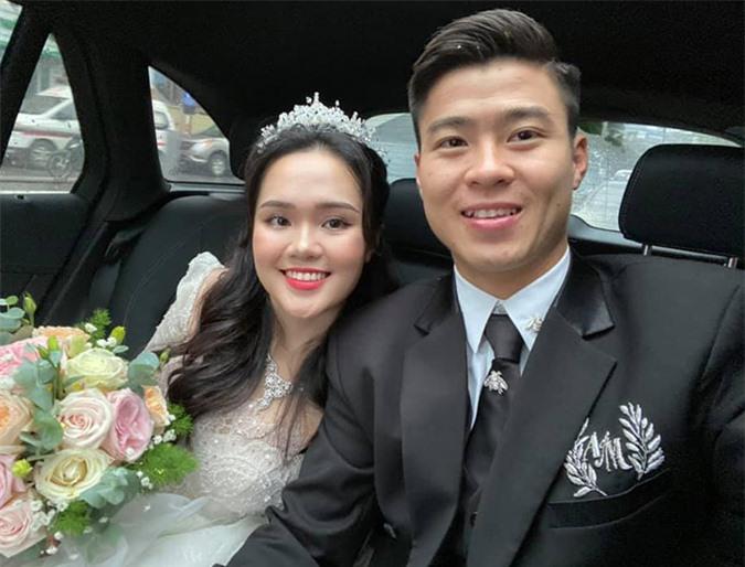 Duy Mạnh và cô dâu xinh đẹp Quỳnh Anh